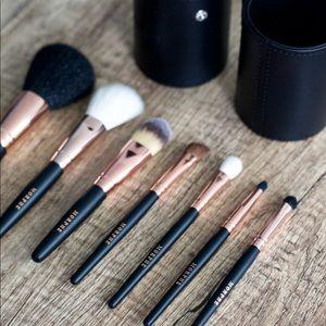 $98 Value!! NEW Morphe Brushes Travel Kit